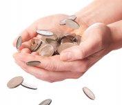 monety na dłoni