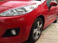 czerwony samochód, koło, opona